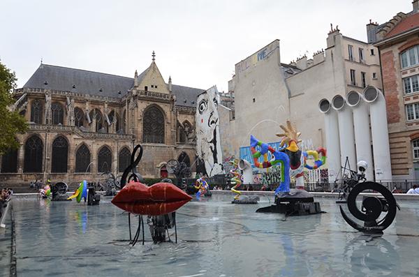 Kurztrip Paris - Marais Viertel - Strawinsky Brunnen vor dem Centre Pompidou, kunstvoller Springbrunnen mit sich ewig bewegenden Skulpturen und Wasserspielen