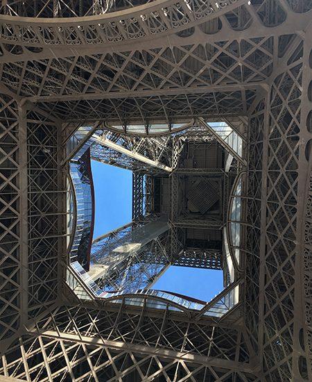 Kurztrip Paris - Eiffelturm - Stahlgerüst von unten