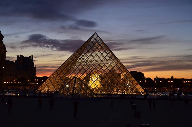 Kurztrip Paris - Louvre bei Nacht