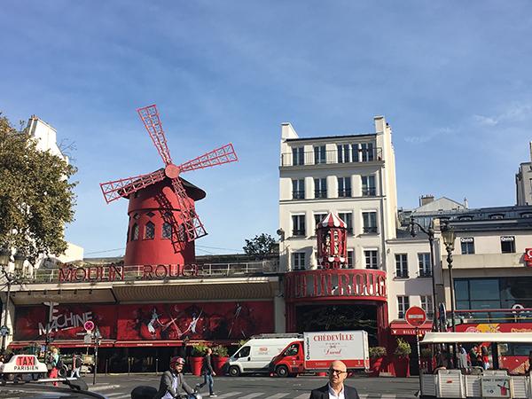 Kurztrip Paris - Montmartre - Moulin Rouge von außen