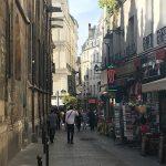 Paris Quartir Latin Häuser mit Gehweg und Läden