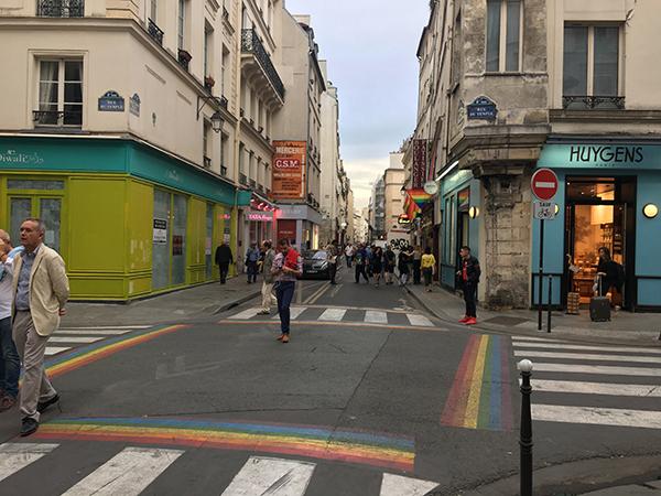Paris Marais Viertel bunte Straßenkreuzung