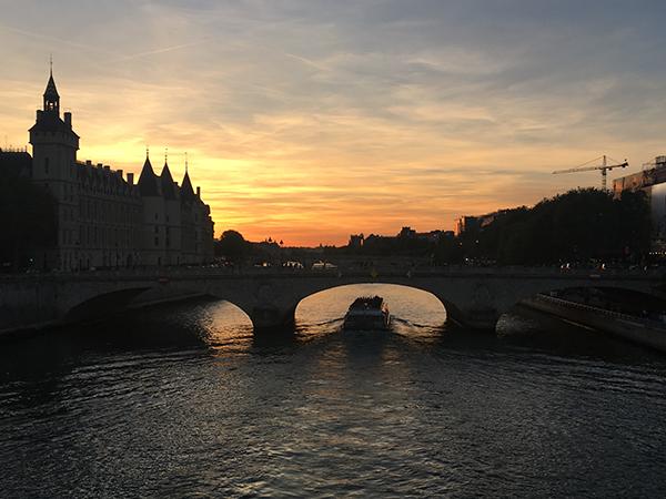 Kurztrip Paris - Seine Ufer bei Sonnenuntergang - Brücke Pont des Arts