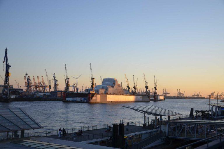 Hafen-Hamburg-Aida