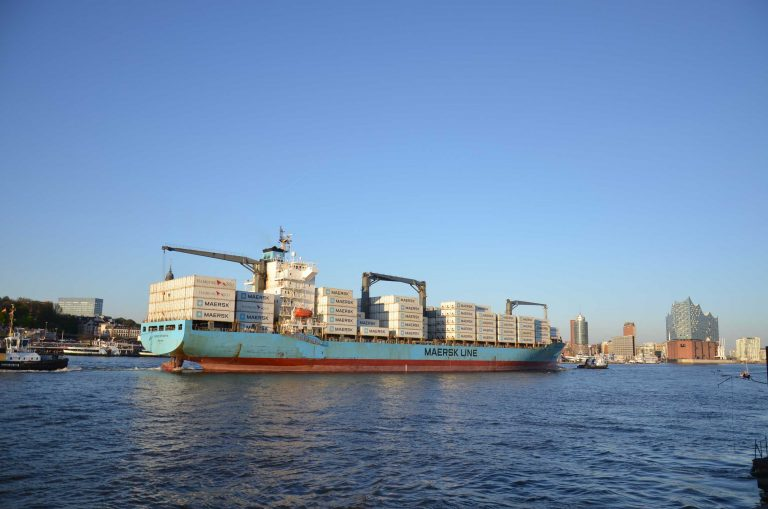 Hafen-Hamburg-Containerschiff