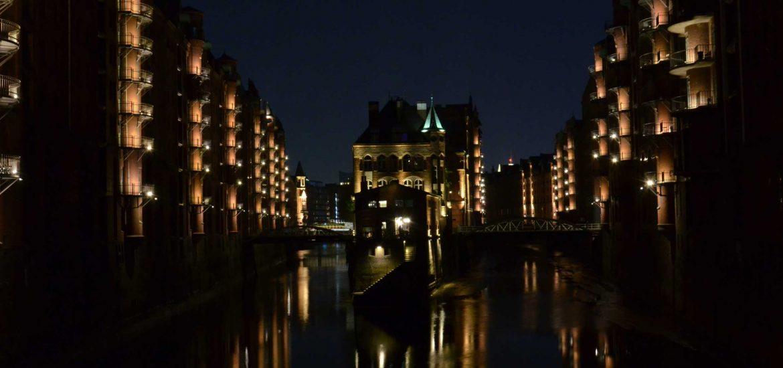 Speicherstadt-Hamburg-bei-Nacht