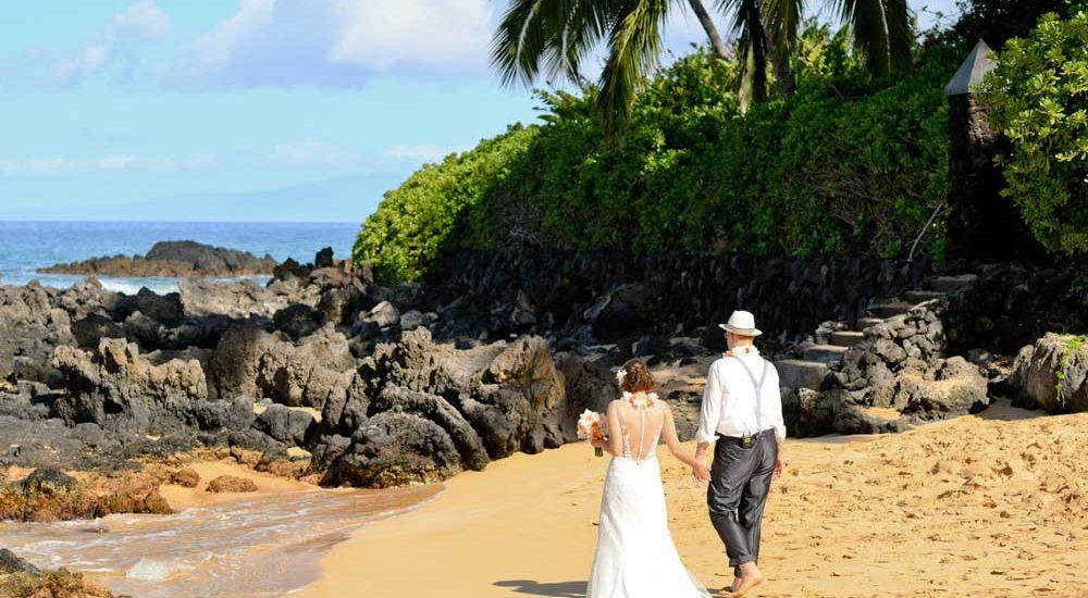 Heirat Hawaii am-Meer-Brautpaar